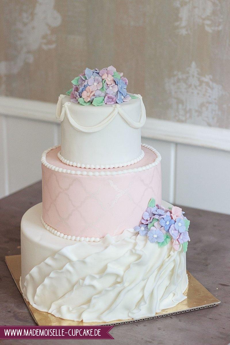 Hortensien Hochzeitstorte Mademoiselle Cupcake